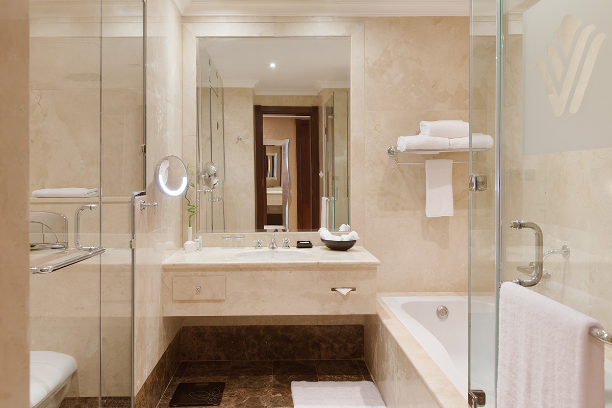 14-Executive-King-Bathroom